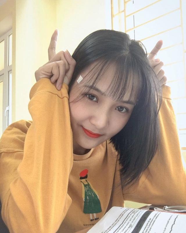 Bị chụp lén, cô giáo Thanh Hóa nổi tiếng bất thình lình vì quá xinh - 10