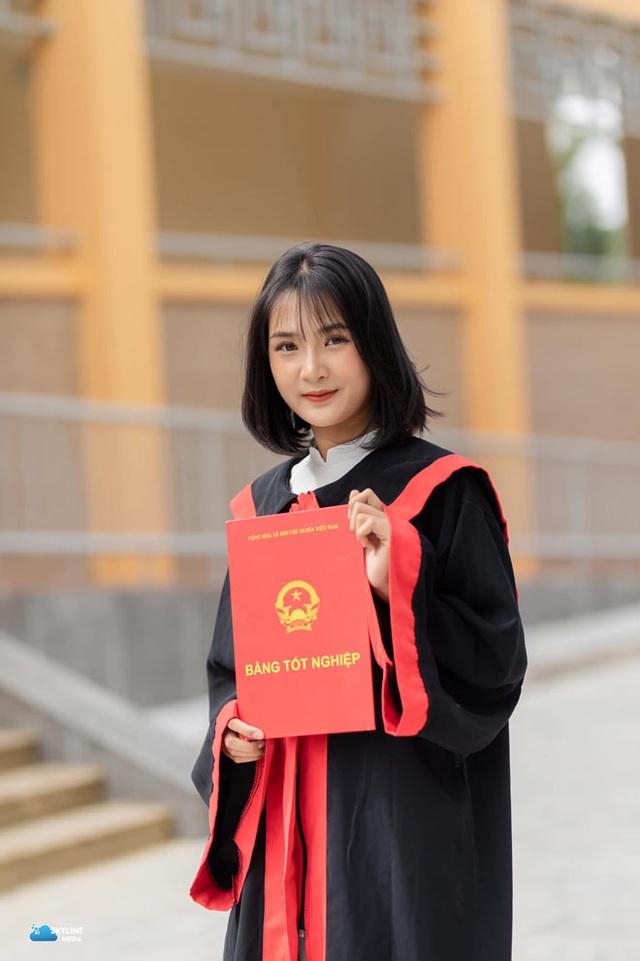 Bị chụp lén, cô giáo Thanh Hóa nổi tiếng bất thình lình vì quá xinh - 11