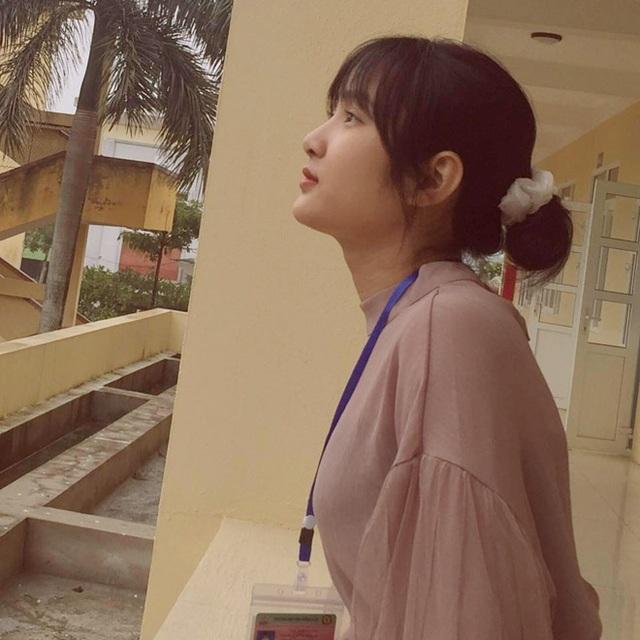 Bị chụp lén, cô giáo Thanh Hóa nổi tiếng bất thình lình vì quá xinh - 2