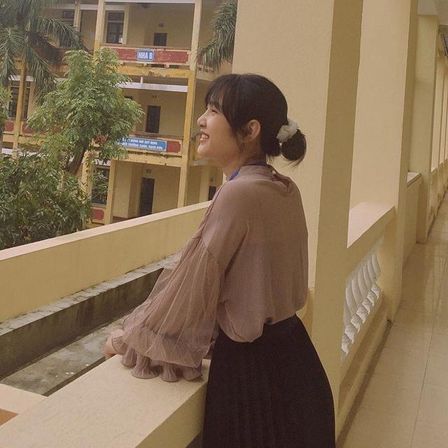 Bị chụp lén, cô giáo Thanh Hóa nổi tiếng bất thình lình vì quá xinh - 3