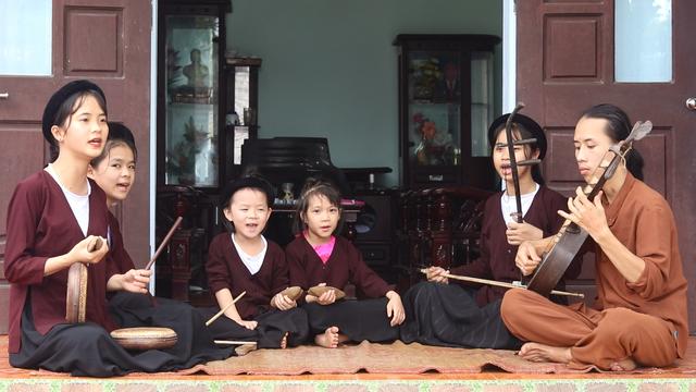 Chàng trai 10X đam mê hát Xẩm trên quê hương nghệ nhân Hà Thị Cầu - 2