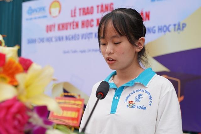Trao tặng 350 triệu đồng giúp học sinh nghèo quê hương anh hùng Phạm Tuân - 5