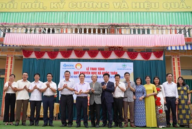 Trao tặng 350 triệu đồng giúp học sinh nghèo quê hương anh hùng Phạm Tuân - 4