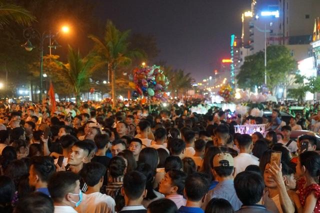 Khách ồ ạt hủy tour đến Sầm Sơn, doanh nghiệp ngồi trên đống lửa - 1