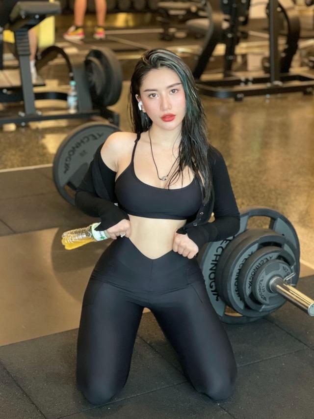 Nữ HLV thể dục gợi cảm chia sẻ bí quyết sở hữu thân hình đồng hồ cát - 7