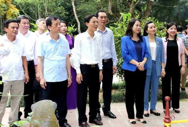 Phó Chủ tịch nước Võ Thị Ánh Xuân thăm, tặng quà gia đình chính sách - 1