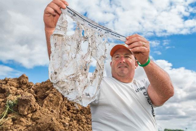 Đây là lý do tại sao người nông dân chôn quần lót dưới đất ruộng - 1