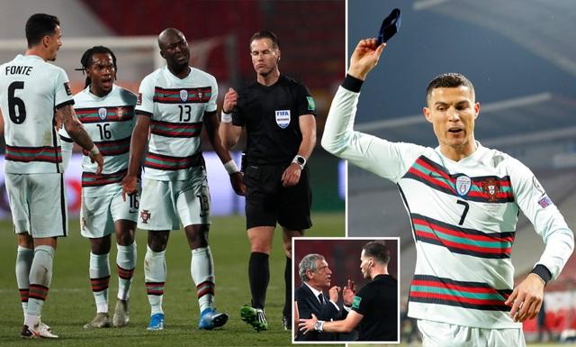 Khiến C.Ronaldo nổi điên, trọng tài bất ngờ được trọng trách lớn - 1