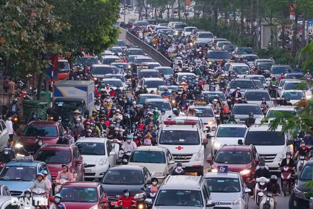 Luồn lách, cướp làn khi tham gia giao thông: ý thức kém hay hạ tầng yếu? - 1