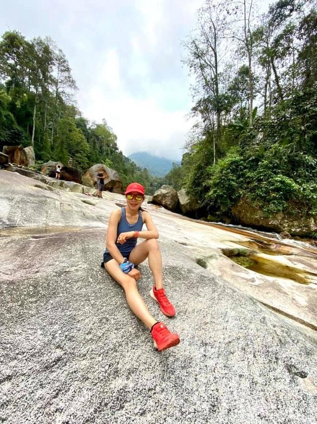 Vận động viên xinh đẹp gây sốc khi về nhất cự ly siêu marathon 70km - 3