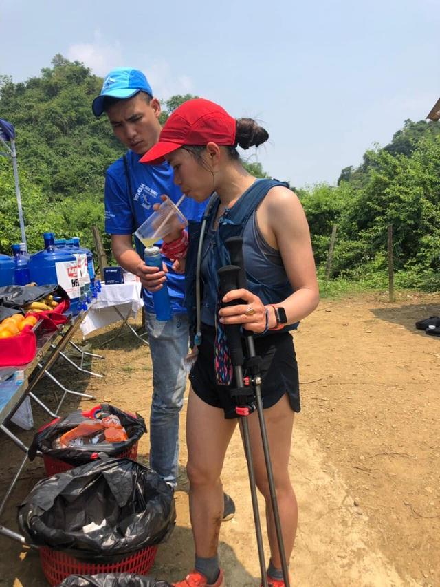 Vận động viên xinh đẹp gây sốc khi về nhất cự ly siêu marathon 70km - 2