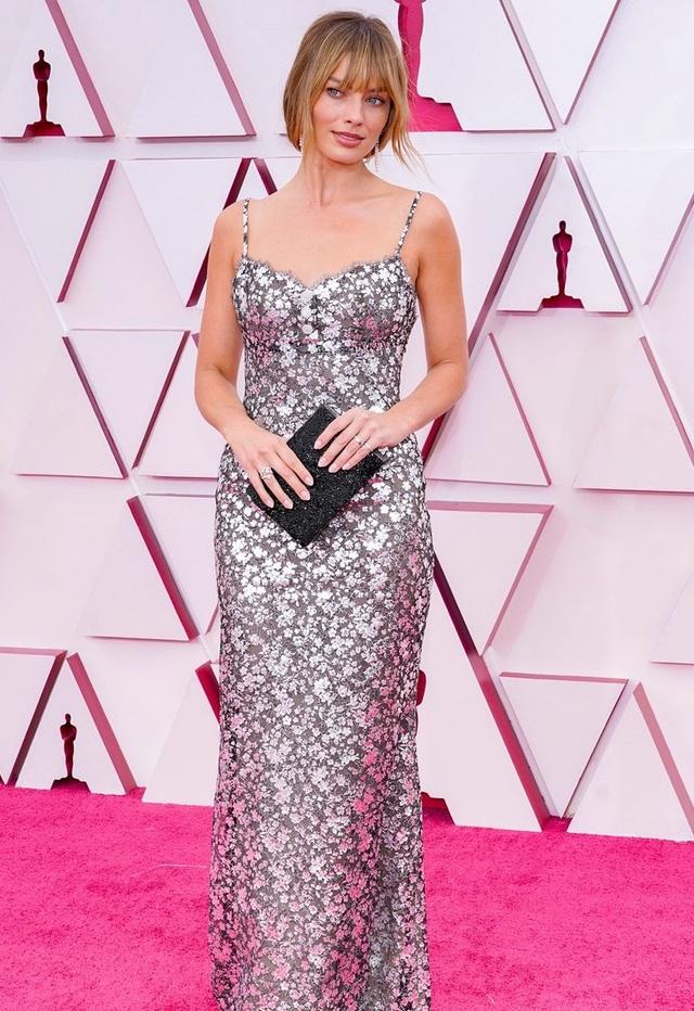 Minh tinh Hollywood mặc váy khoe ngực phẳng lì trên thảm đỏ Oscar 2021 - 16