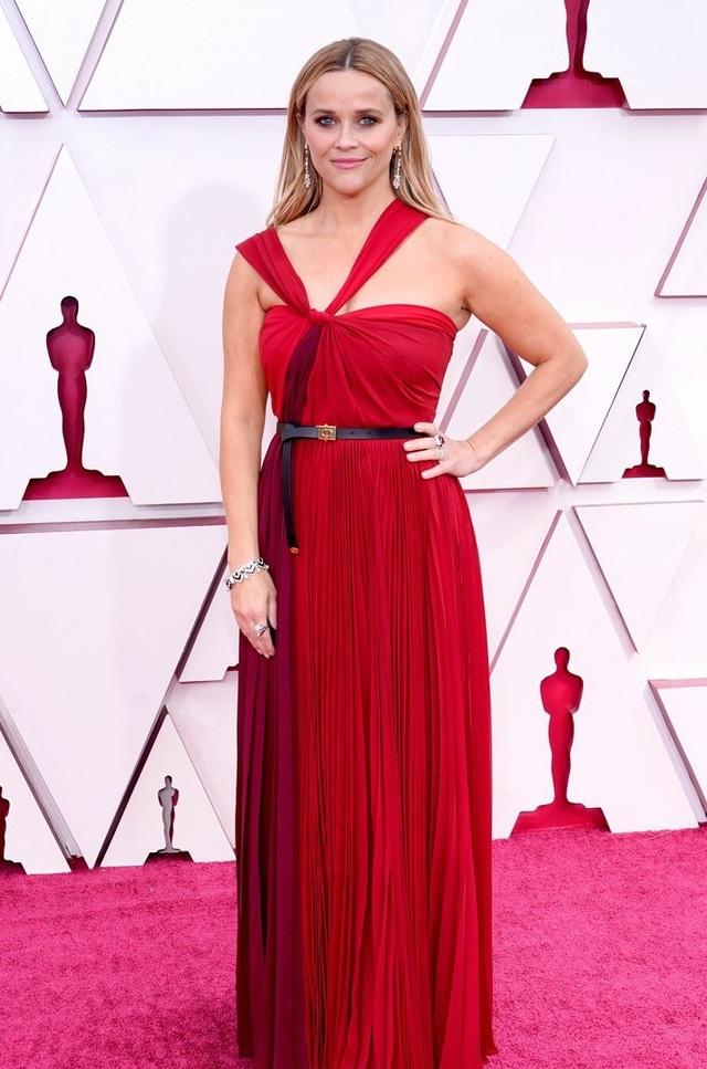 Minh tinh Hollywood mặc váy khoe ngực phẳng lì trên thảm đỏ Oscar 2021 - 9