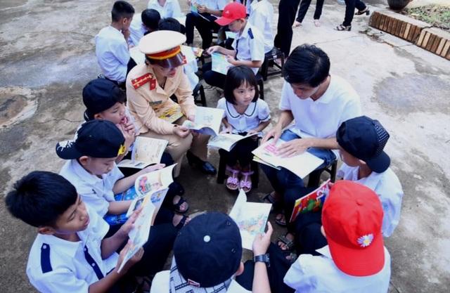 Thư viện về buôn đến với hơn 100 trẻ em tại Trung tâm Bảo trợ xã hội - 1