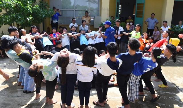 Thư viện về buôn đến với hơn 100 trẻ em tại Trung tâm Bảo trợ xã hội - 3