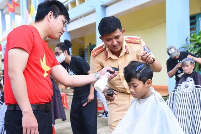 Thư viện về buôn đến với hơn 100 trẻ em tại Trung tâm Bảo trợ xã hội - 4