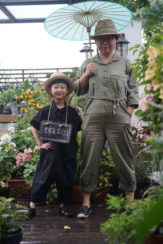 Mẹ cùng con gái biến sân thượng thành thiên đường trăm loài hoa - 1