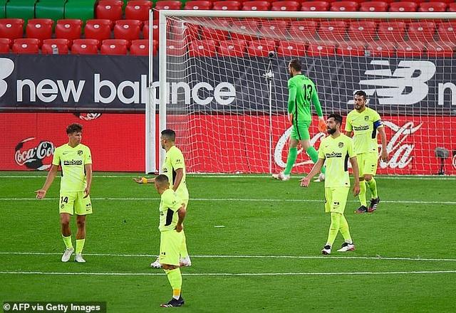 Thua đau Bilbao, Atletico có nguy cơ mất ngôi đầu bảng vào tay Barcelona - 8