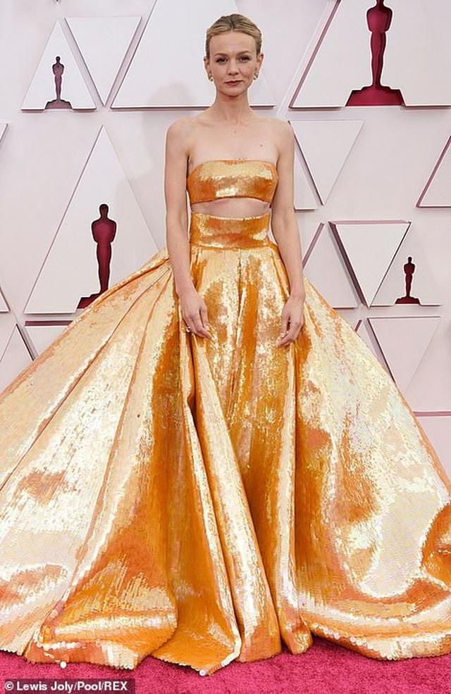 Minh tinh Hollywood mặc váy khoe ngực phẳng lì trên thảm đỏ Oscar 2021 - 13