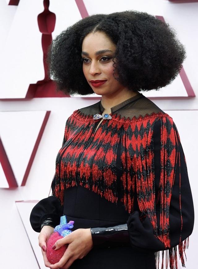 Minh tinh Hollywood mặc váy khoe ngực phẳng lì trên thảm đỏ Oscar 2021 - 27