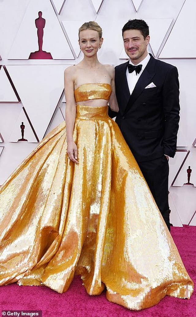 Minh tinh Hollywood mặc váy khoe ngực phẳng lì trên thảm đỏ Oscar 2021 - 12