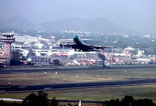 Giới giàu chạy sóng thần Covid-19, nhiều nước cấm chuyến bay từ Ấn Độ - 1