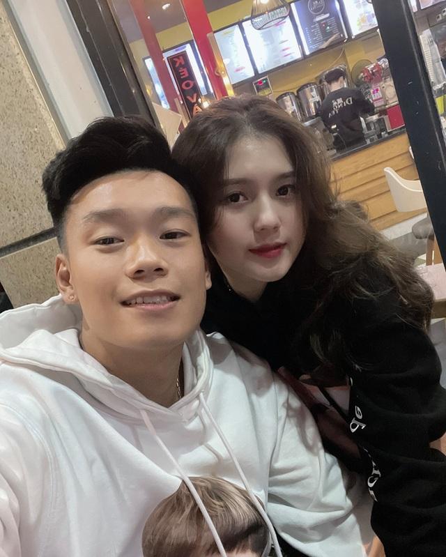 Cận cảnh nhan sắc xinh như mộng của bạn gái cầu thủ Thành Chung - 1