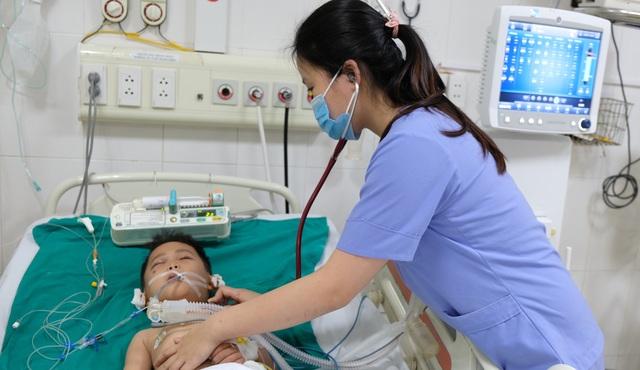Tai nạn dồn dập, người mẹ trẻ ngã khụyu cầu xin sự sống cho chồng, con - 3