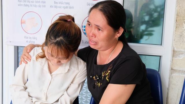 Tai nạn dồn dập, người mẹ trẻ ngã khụyu cầu xin sự sống cho chồng, con - 7
