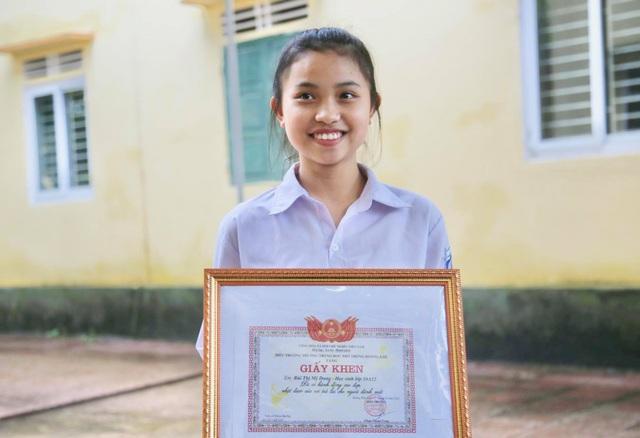 Nữ sinh trả lại hơn 450 triệu đồng: Dù em nghèo nhưng không tham của rơi - 2