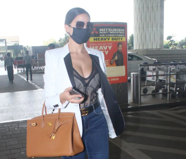Mặc hở bạo tại sân bay, kiều nữ Nora Fatehi bị thợ săn ảnh Ấn Độ đeo bám - 3