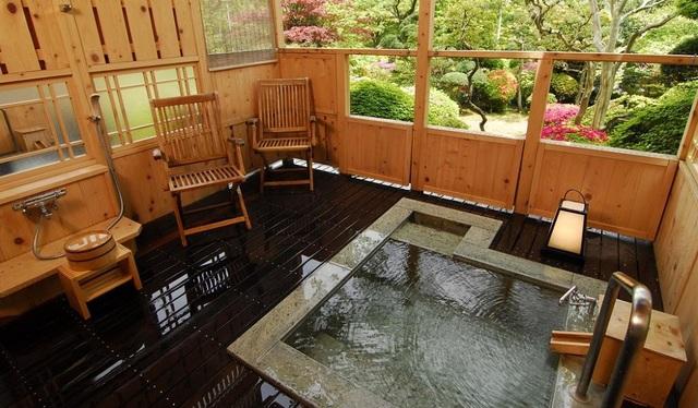 Tắm nước khoáng nóng từ núi Hakone tại ryokan cổ 130 tuổi - 4