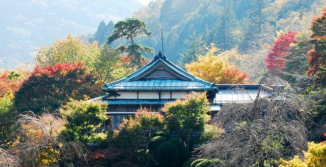 Tắm nước khoáng nóng từ núi Hakone tại ryokan cổ 130 tuổi - 1