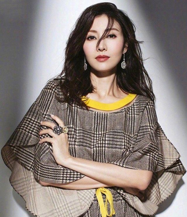 Ngưỡng mộ nhan sắc không tuổi của Hoa hậu đẹp nhất Hồng Kông - 8