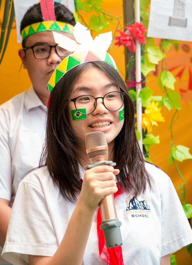 Học sinh Hà Nội nói Tiếng Anh như gió về văn hóa quốc tế - 1