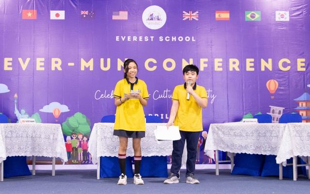 Học sinh Hà Nội nói Tiếng Anh như gió về văn hóa quốc tế - 3