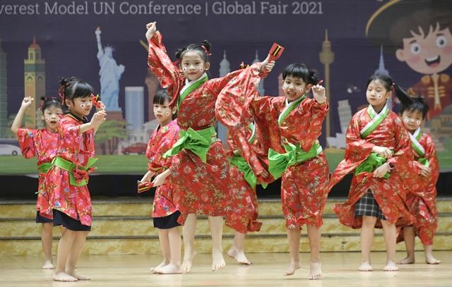 Học sinh Hà Nội nói Tiếng Anh như gió về văn hóa quốc tế - 8