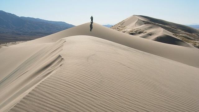 Khoa học lý giải bí ẩn những đồi cát biết hát - 2