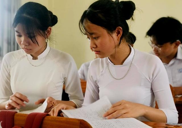 Trường huyện treo thưởng 30 triệu đồng nếu học sinh đỗ thủ khoa, á khoa - 1