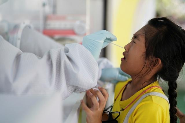 Số người chết tăng kỷ lục, Thái Lan bị chê chống dịch như trò đập chuột - 1