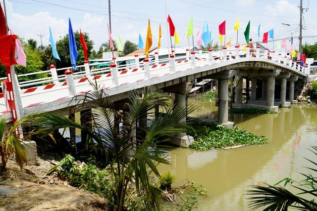 Khởi công, khánh thành 7 cây cầu nối yêu thương vượt sông nước miền Tây - 8