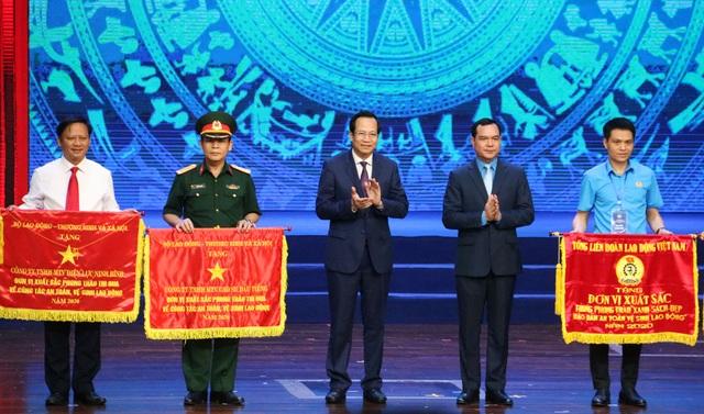 Chủ tịch nước Nguyễn Xuân Phúc dự Lễ kỷ niệm 135 năm Ngày Quốc tế Lao động - 5