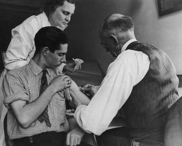 Nhìn lại hành trình phát triển của 12 loại vắc xin trong lịch sử - 1