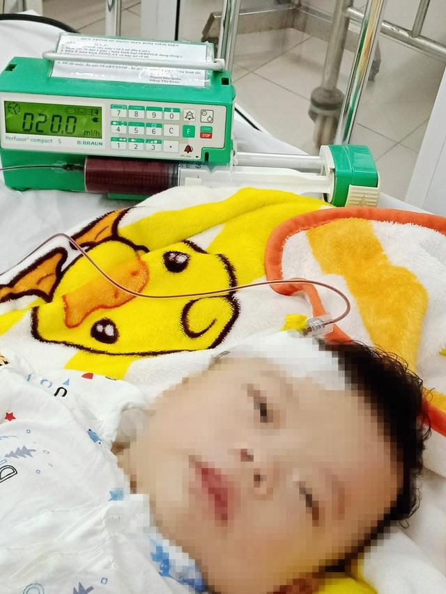 Nhói lòng cảnh bé trai 4 tháng tuổi mang trong mình căn bệnh quái ác - 2