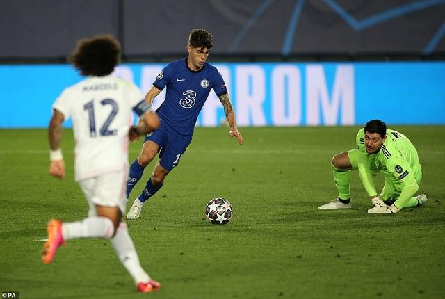 Benzema lập siêu phẩm, Real Madrid may mắn hòa Chelsea - 3