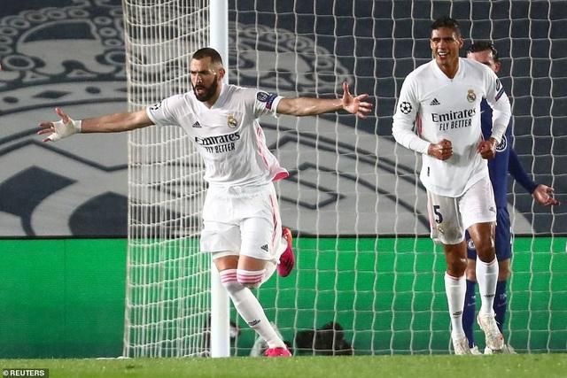 Benzema lập siêu phẩm, Real Madrid may mắn hòa Chelsea - 7