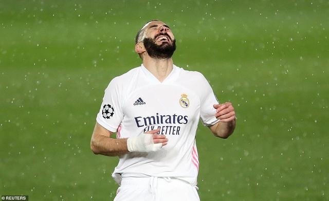 Benzema lập siêu phẩm, Real Madrid may mắn hòa Chelsea - 9