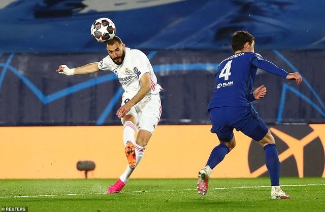 Benzema lập siêu phẩm, Real Madrid may mắn hòa Chelsea - 5