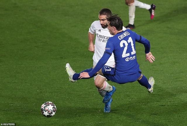 Benzema lập siêu phẩm, Real Madrid may mắn hòa Chelsea - 2