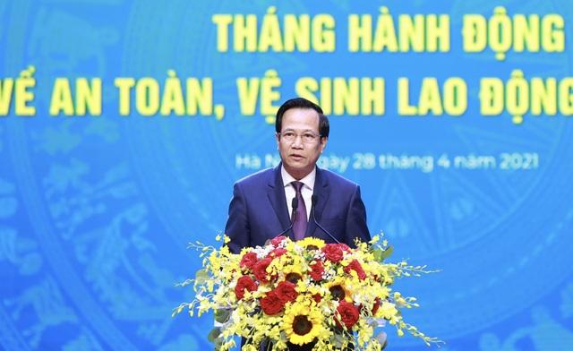 Chủ tịch nước Nguyễn Xuân Phúc dự Lễ kỷ niệm 135 năm Ngày Quốc tế Lao động - 4